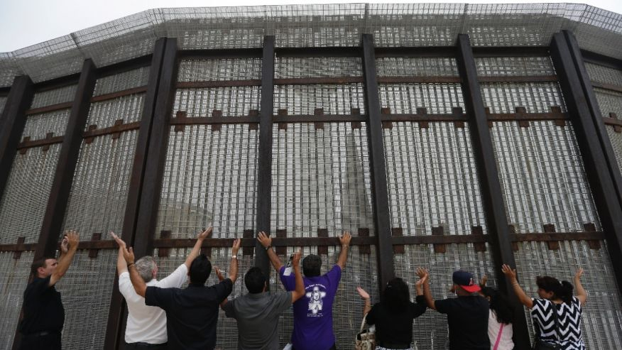 A Mexican Man Commits Suicide by Jumping Off Bridge, 30 Minutes After Being Deported for the Third Time