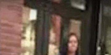 "Malia Obama Harassed for Photo at Harvard: ""I'm Not an Animal!"""