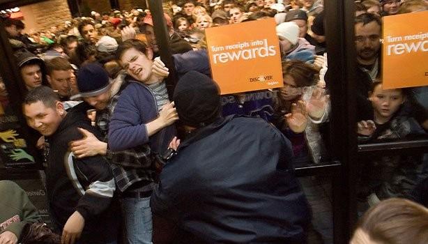store-crowd-black-friday-blur-615cs112212