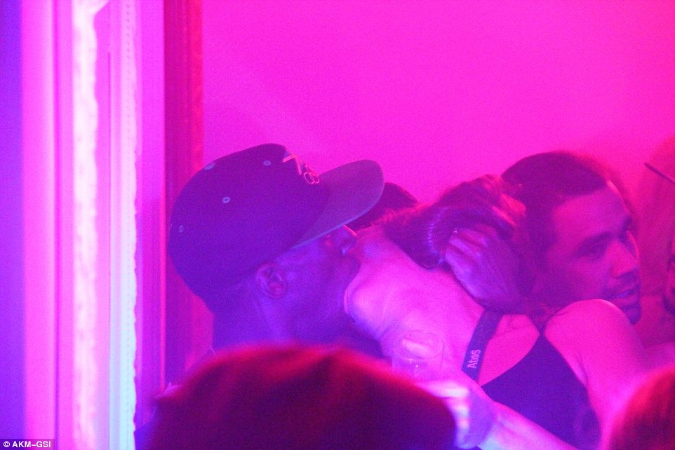 377E8F5A00000578-3753404-The_pair_were_pictured_kissing_in_the_VIP_area_of_the_club_in_th-a-51_1471885797855