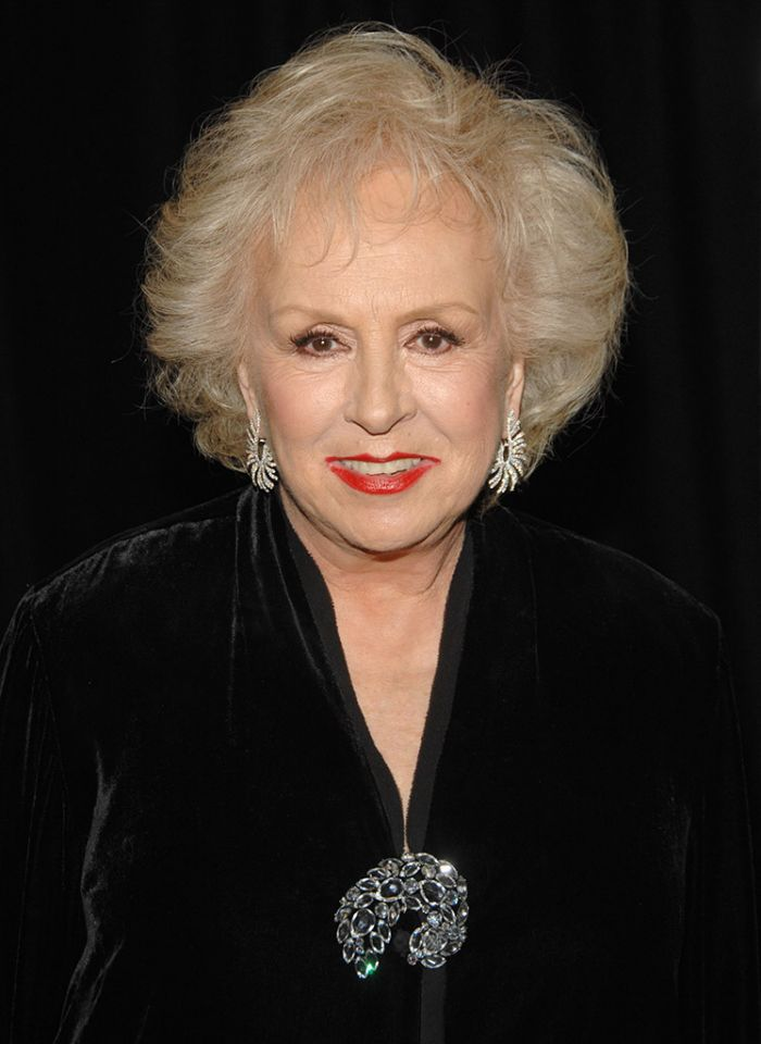 Doris Roberts (90) made us all laugh as the overbearing mom on Everybody Loves Raymond. The actress passed away April 17, 2016 of natural causes.